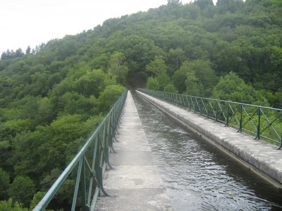 Aquaduc de Montreuillon